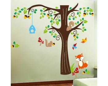 Décorations murales de sapin avec des écureuils de renard